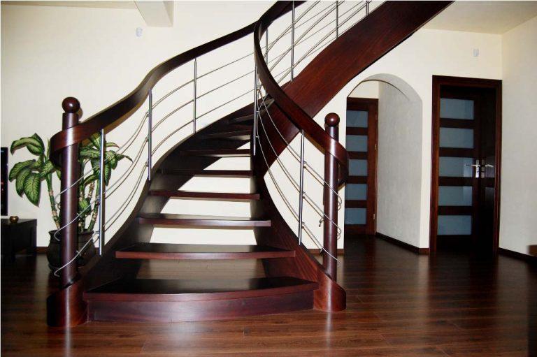 Czy myślałeś o zainstalowaniu w domu schodów dywanowych?